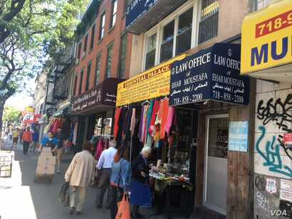 Shops nearby the Brooklyn mosque sell traditional Islamic clothing, books and foods. (M. Besheer/VOA)