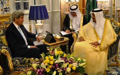 US Secretary of State John Kerry (L) meets with Saudi King Salman bin Abdulaziz al-Saud on May 15, 2016 in the Saudi Red Sea city of Jeddah as Washington and Riyadh consult with each other ahead of another week of high-stakes diplomacy on the Syria c...