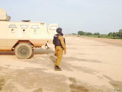 Burkina Faso's army took up positions outside the presidential guard's camp in the capital Ouagadougou, Sept. 29, 2015. The elite unit -- known as the RSP -- have refused to disarm after the short-lived coup last week.