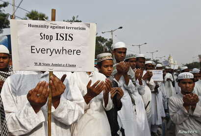 Activists from a Muslim group pray for the victims of the attacks in Paris, in Kolkata, India