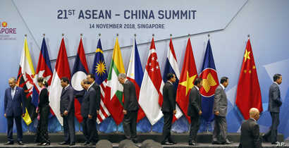 ASEAN leaders leave the stage following a group photo at their summit in Singapore, Nov. 14, 2018.
