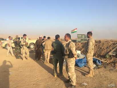 Some peshmerga soldiers say that although they are defeating Islamic State militants, they need better weapons and more support from the international coalition, near Bashika in Kurdish Iraq, Oct. 31, 2016. (H. Murdock/VOA)