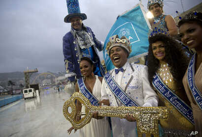Carnival King Momo Wilson Neto, center, holds a key during a ceremony marking the official start of Carnival at the Sambadrome, in Rio de Janeiro, March 1, 2019. Marcelo Crivella, mayor of Rio de Janeiro, opted again not to attend the ceremony, and i...