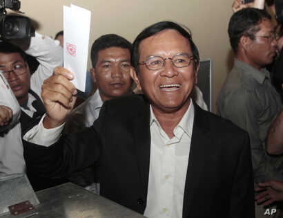 Opposition Cambodia National Rescue Party President Kem Sokha shows off his ballot before voting in local elections in Chak Angre Leu on the outskirts of Phnom Penh, Cambodia, June 4, 2017.