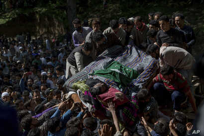 Kashmiri villagers carry body of rebel leader Sabzar Ahmed Bhat during his funeral procession in Retsuna, 45 kilometers south of Srinagar, May 28, 2017.
