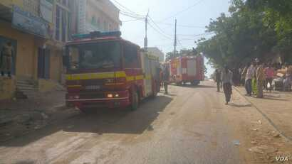 Fire truck and first responders at scene of hotel attack in Somalia, Jan. 25, 2017. (Photo: VOA Somali Service)