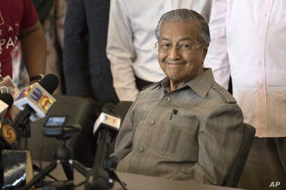 Mahathir Mohamad smiles during a press conference in Kuala Lumpur, Malaysia on Thursday, May 10, 2018. (AP Photo/Adrian Hoe)