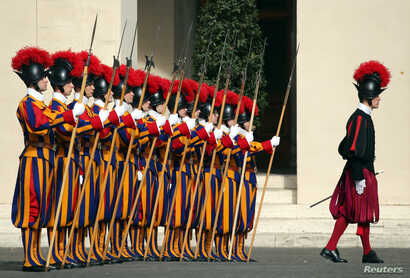 Swiss Guards stand at attention prior to Lebanon's President Michel Aoun arrival to meet with Pope Francis at the Vatican March 16, 2017.
