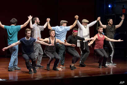 """The National Yiddish Theatre Folksbiene cast of a Yiddish-language production of """"Fiddler on the Roof,"""" rehearses at the at the Museum of Jewish Heritage, in New York, June 19, 2018."""