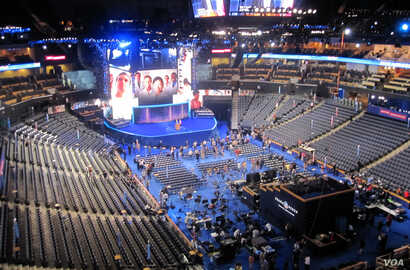 Rehearsals ahead of the Democratic National Convention, Charlotte, North Carolina, September 3, 2012. (N. Pinault/VOA)