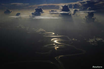 Aerial view of a river in Peru's Amazon region of Loreto, September 29, 2014. REUTERS/Enrique Castro-Mendivil (PERU - Tags: ENVIRONMENT TPX IMAGES OF THE DAY) - RTR489AN