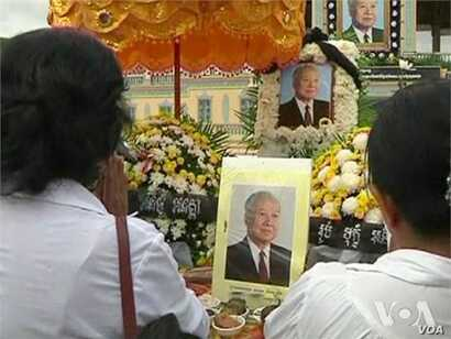 Related video of mourners for Cambodia's former King Sihanouk