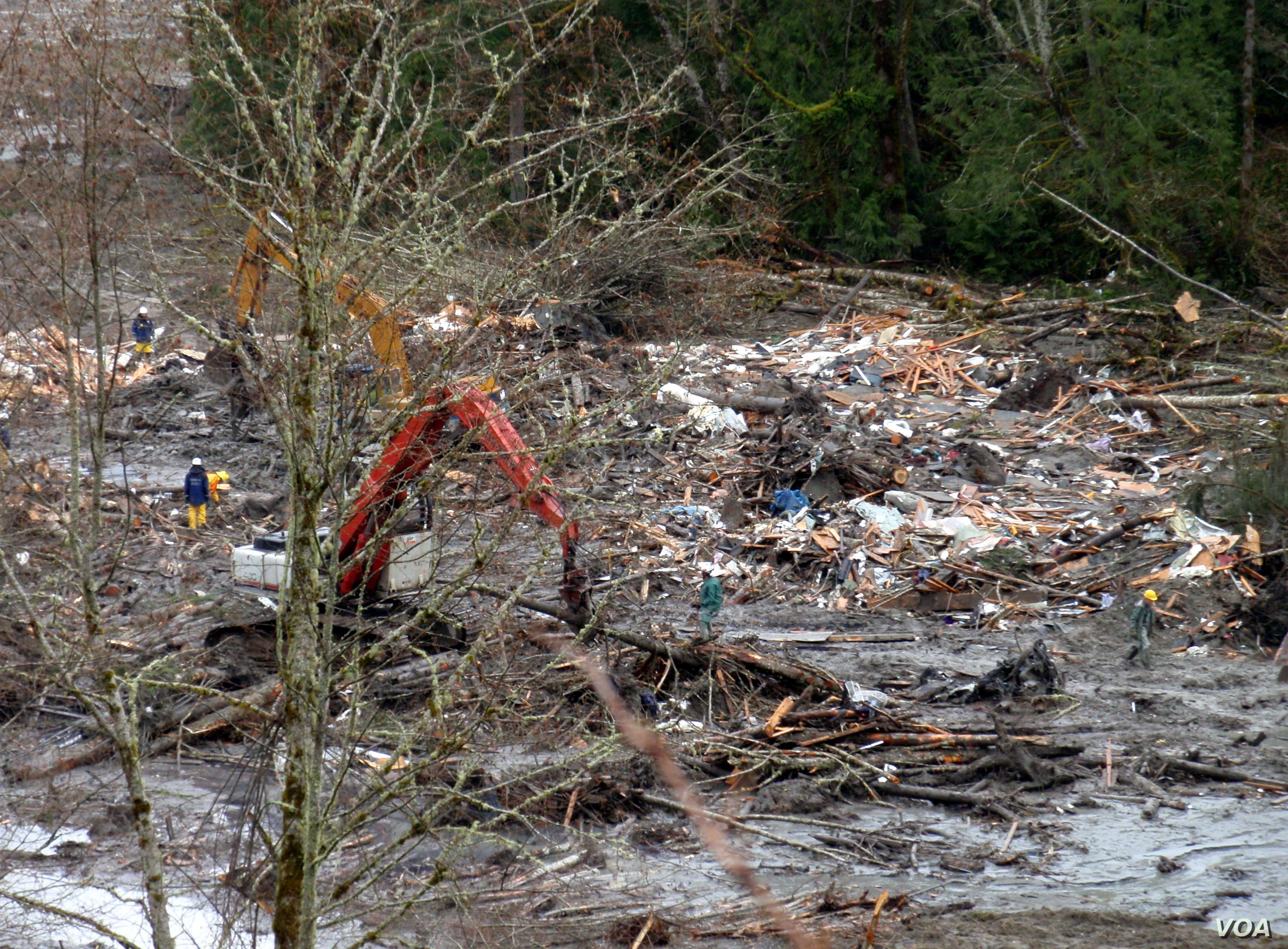 Homes destroyed by the Oso, Washington, landslide are barely recognizable as such. (T. Banse/VOA)