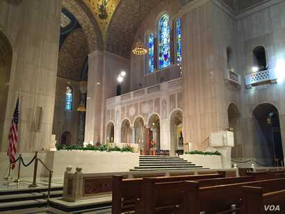 View inside the Basilica of the National Shrine of the Immaculate Conception in Washington, D.C., Sept. 15, 2015. (Photo: S. Lemaire / VOA)