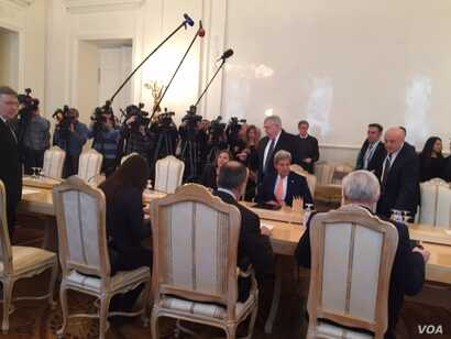 U.S. Secretary of State John Kerry meets with Russian officials in Moscow, Russia, March 24, 2016. (C. Saine / VOA)