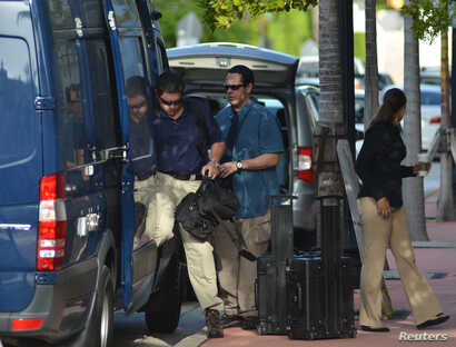 FBI agents prepare to enter the offices of CONCACAF, the soccer federation that governs North America, Central America and the Caribbean, in Miami Beach, Florida May 27, 2015. Seven of the most powerful figures in global soccer faced extradition to t...