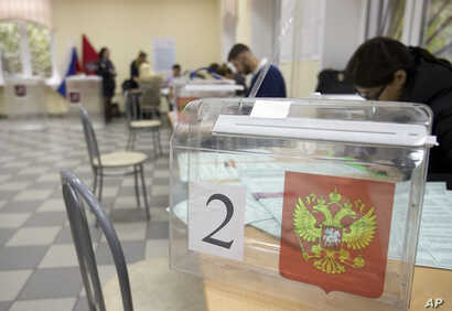 Election officials prepare ballots at a polling station ahead of parliamentary elections in Moscow, Russia, Sept. 17, 2016.