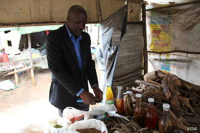 Dr. Denis, an herbalist in Blantyre, says a ban on traditional healers would make it hard for him to feed his family. (L. Masina/VOA)
