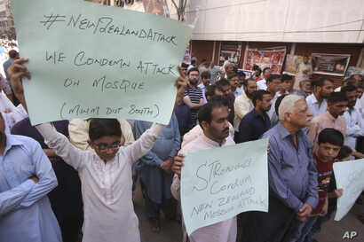 Pakistanis protest to condemn the New Zealand mosque shooting, in Karachi, Pakistan, March 15, 2019.