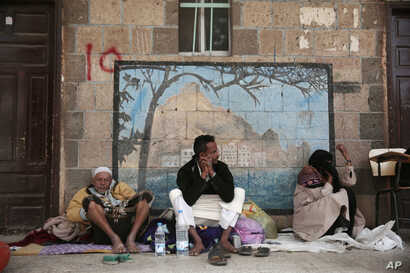 A displaced Yemeni family, who fled their home from the fighting at the port city of Hodeida, sit in a school allocated for displaced persons in Sanaa, Yemen,  June 23, 2018.