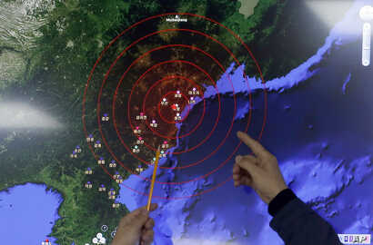 Officers from the Korea Meteorological Administration point at the epicenter of seismic waves in North Korea, at the National Earthquake and Volcano Center of the Korea Meteorological Administration in Seoul, South Korea, Jan. 6, 2016.