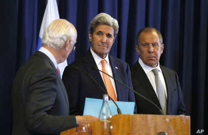 U.S. Secretary of State John Kerry (C) and Russian Foreign Minister Sergei Lavrov (R) look at U.N. special envoy Staffan de Mistura during a joint press conference following their meeting to discuss the crisis in Syria, in Geneva, Switzerland, Sept. ...