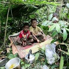 Children from the Batek tribe play in the jungle near their village next to the entrance of Kuala Koh National Park in the northeastern Peninsular Malaysia state of Kelantan. (File Photo)