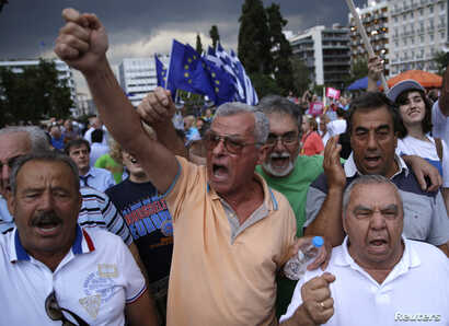 Pro-Euro protesters attend a rally in front of the parliament building, in Athens, Greece, June 30, 2015.