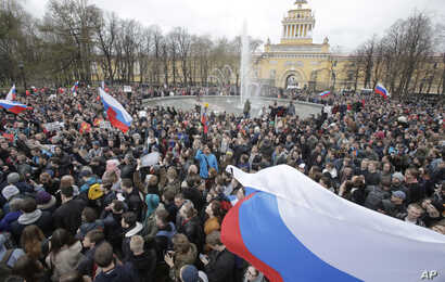 Protesters attend a rally in St. Petersburg, Russia, May 5, 2018. Alexei Navalny, anti-corruption campaigner and Putin's most prominent critic, called for nationwide protests on Saturday, two days ahead of the inauguration of Vladimir Putin for a fou...