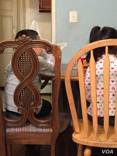 An 8-year-old answered the door for a U.S. immigration raid at the house where 6 children and 7 adults live. Six of the adults are illegal immigrants. A new report shows the number of illegal immigrants in the U.S. has fallen to 11 million, the lowes...