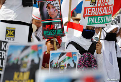 Protesters hold a rally outside the U.S. Embassy in Jakarta, Indonesia, to condemn the U.S. decision to recognize Jerusalem as Israel's capital, Dec. 10,  2017.