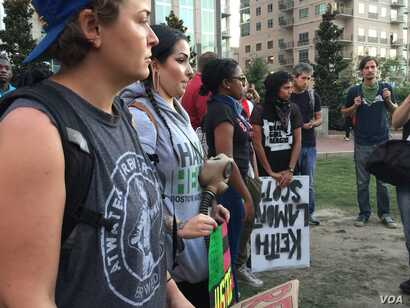 Protesters gather and listen to speeches in Romare Bearden park in Charlotte, North Carolina, Sept. 22, 2016. Demonstrators gathered for a third night in Charlotte, following the police shooting death on Tuesday of Keith Lamont Scott, 43.