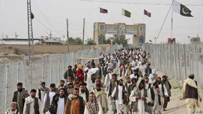 Pakistanis rally at the closed Chaman border crossing between Pakistan and Afghanistan. Islamabad is blaming Thursdays deadly terror attack in a remote town in Sindh province on a terror group it says operates out of Afghanistan.