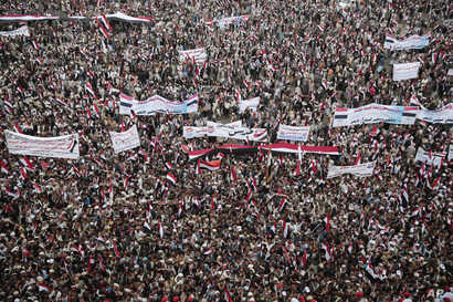 Hundreds of thousands of Yemenis march in support of a new combined governing council that the Shiite Houthi rebels and their ally, former president Ali Abdullah Saleh, announced late last month, in the rebel-held capital, Sana'a, Yemem, Aug. 20, 201...