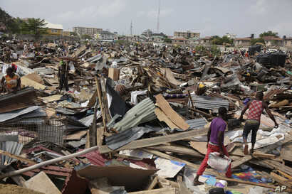 Residents salvage objects from houses demolished by government officials in Otodo-Gbame waterfront in Lagos Nigeria, March.18, 2017.