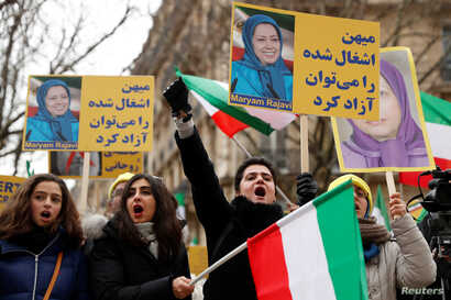 People demonstrate in solidarity with anti-government protests in Iran near the Iranian embassy in Paris, France, Jan. 6, 2018.
