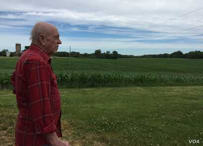Jim Guetterman owns about 200 hectares of corn and soybeans behind Hodgkinson's house. He says everybody's got a gun these days.