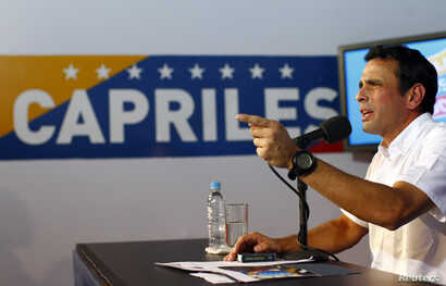 Venezuela's opposition leader Henrique Capriles talks to the media during a news conference in Caracas, Apr. 24, 2013.