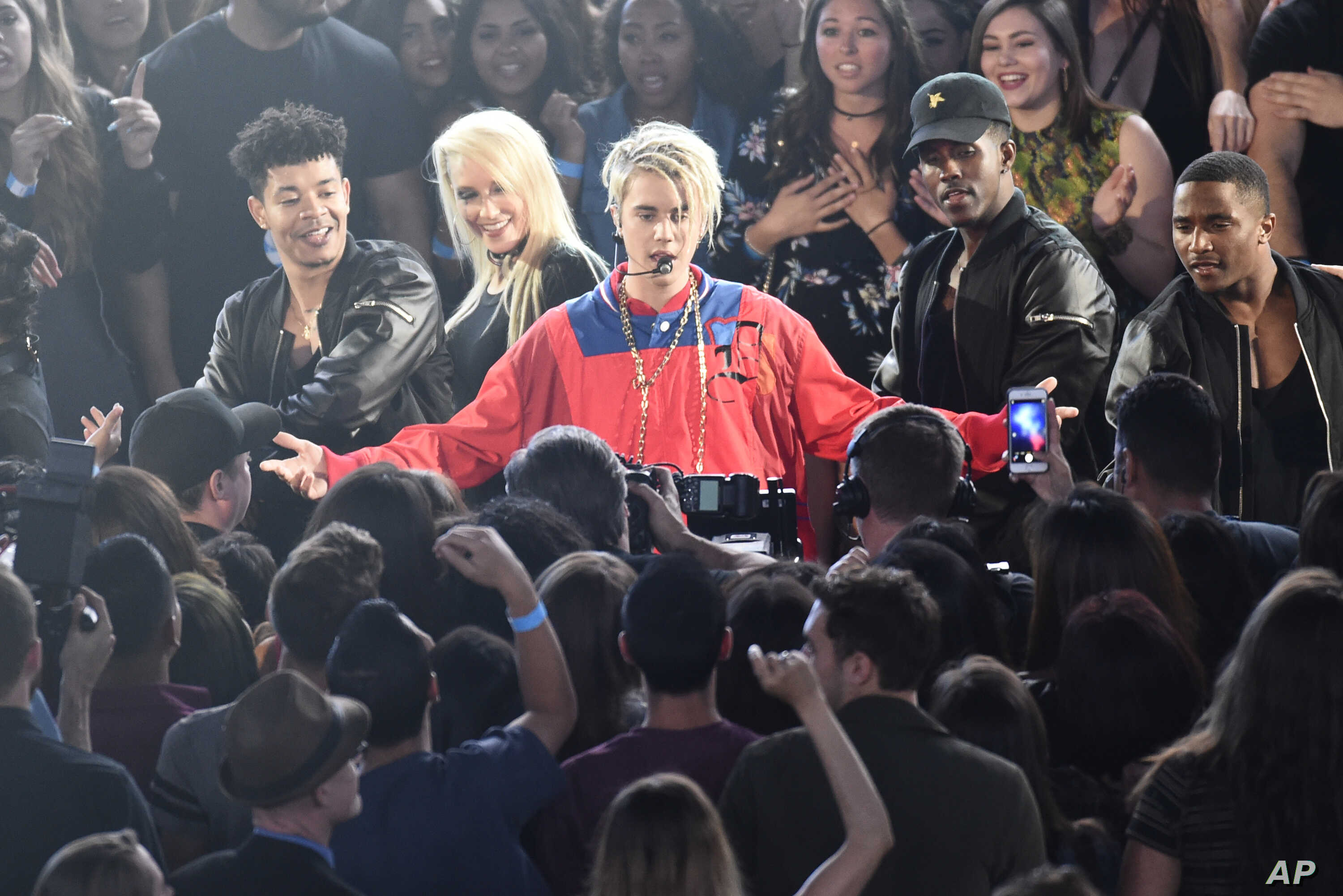 """Justin Bieber performs """"Love Yourself"""" and """"Company"""" during the iHeartRadio Music Awards at The Forum on  April 3, 2016, in Inglewood, Calif."""