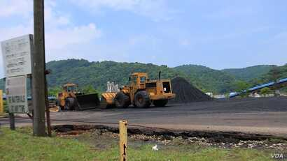 A pile of coal and machinery are seen on the outskirts of the coal mining town of Haysi, Virginia (N. Yaqub/VOA). Coal has been a vital component of the U.S. economy since the late 19th century and a major source of energy.