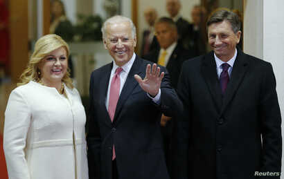 Croatian President Kolinda Grabar-Kitarovic, U.S. Vice-President Joe Biden and Slovenian President Borut Pahor (L-R) pose for a picture before Brdo-Brijuni Process Leaders' Meeting at Presidental office in Zagreb, Croatia, Nov. 25, 2015.