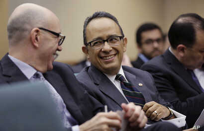 Carlos Gonzalez Gutierrez, center, Mexico's consul general in Austin, waits to give testimony to the Committee on International Trade and Intergovernmental Affairs at the Texas Capitol, March 6, 2017, in Austin, Texas. Officials from Mexico and Texas...