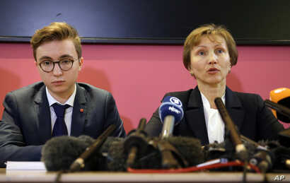 Marina Litvinenko, widow of former Russian spy Alexander Litvinenko, speaks during a press conference with her son Anatoly in London, Jan. 21, 2016.