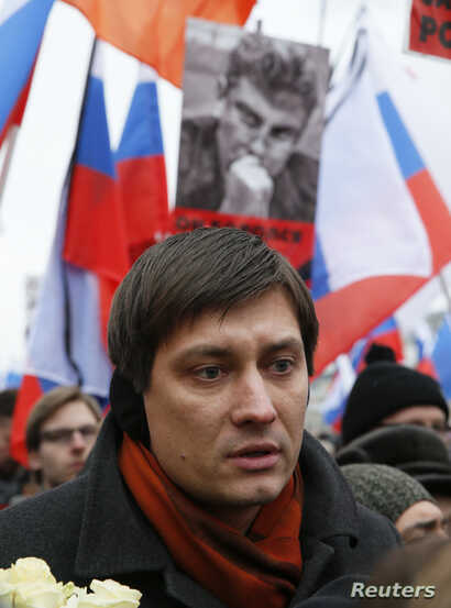 Dmitry Gudkov, a member of the Russian parliament, attends a march to commemorate Kremlin critic Boris Nemtsov, who was shot dead Friday, in Moscow, March 1, 2015.