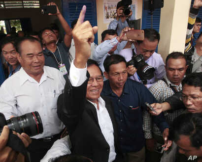 Opposition Cambodia National Rescue Party President Kem Sokha shows his inked finger after voting in local elections in Chak Angre Leu on the outskirts of Phnom Penh, Cambodia, June 4, 2017. Cambodians are voting in local elections that could shake l...