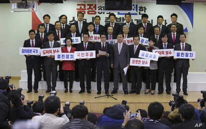 A group of lawmakers of the ruling Saenuri Party attends a press conference to announce to leave the party at the National Assembly in Seoul, South Korea, Dec. 27, 2016.