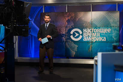FILE - Roman Mamonov, hosts of the Current Time America TV program, is seen in VOA's Washington studio, Jan. 9, 2017. Current Time is produced by RFE/RL with significant contributions from VOA.