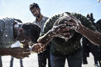 Migrants wash themselves after gathering in Edirne on the way to the Turkey-Greece border on Sept.16, 2015.