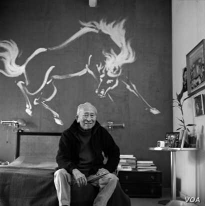 Tyrus Wong at his home in California in 2004. Behind him is a mural of a horse he painted in 1955. Photo © Peter Brenner.