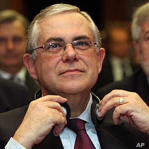 European Central Bank Vice President Lucas Papademos listens during a economical conference in Vienna, Austria, May 14, 2009 (file photo).
